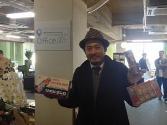 高橋さんが栄養ドリンクと精力剤を持って来てくださいました。初コワーキングスペースだそうです。