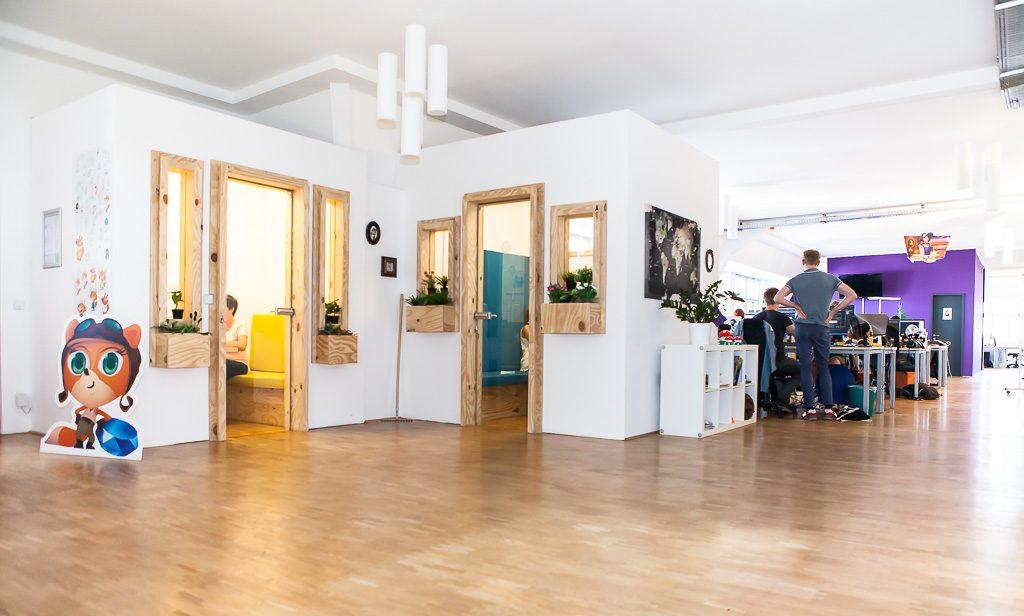 officedropin wooga Andreas Lukoschek andreasl.de 13 1024x616 A Tour of Woogas Berlin Office