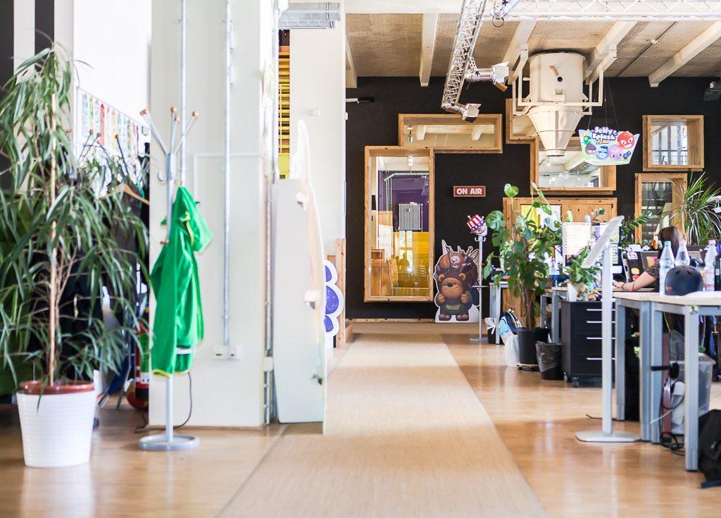officedropin wooga Andreas Lukoschek andreasl.de 8 1024x735 A Tour of Woogas Berlin Office