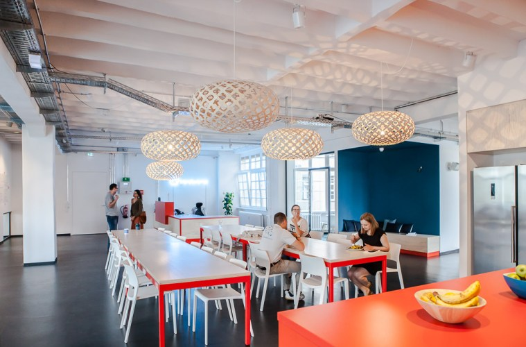 Alecto, friendsurance, office
