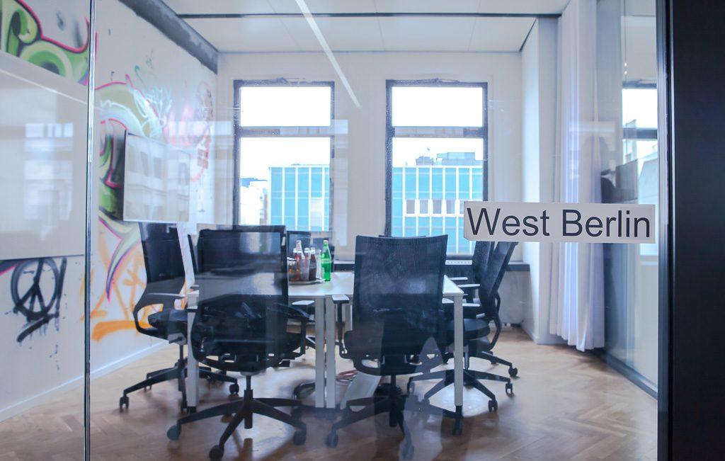 officedropin number 26 Andreas Lukoschek andreasL.de deutsche startups.de 8 1024x651 Have a Look at N26s Berlin Office