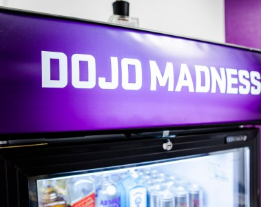 Dojo Madness Office, Berlin, Gaming, logo, fridge