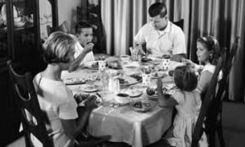 office mum blog post: photo of people having dinner