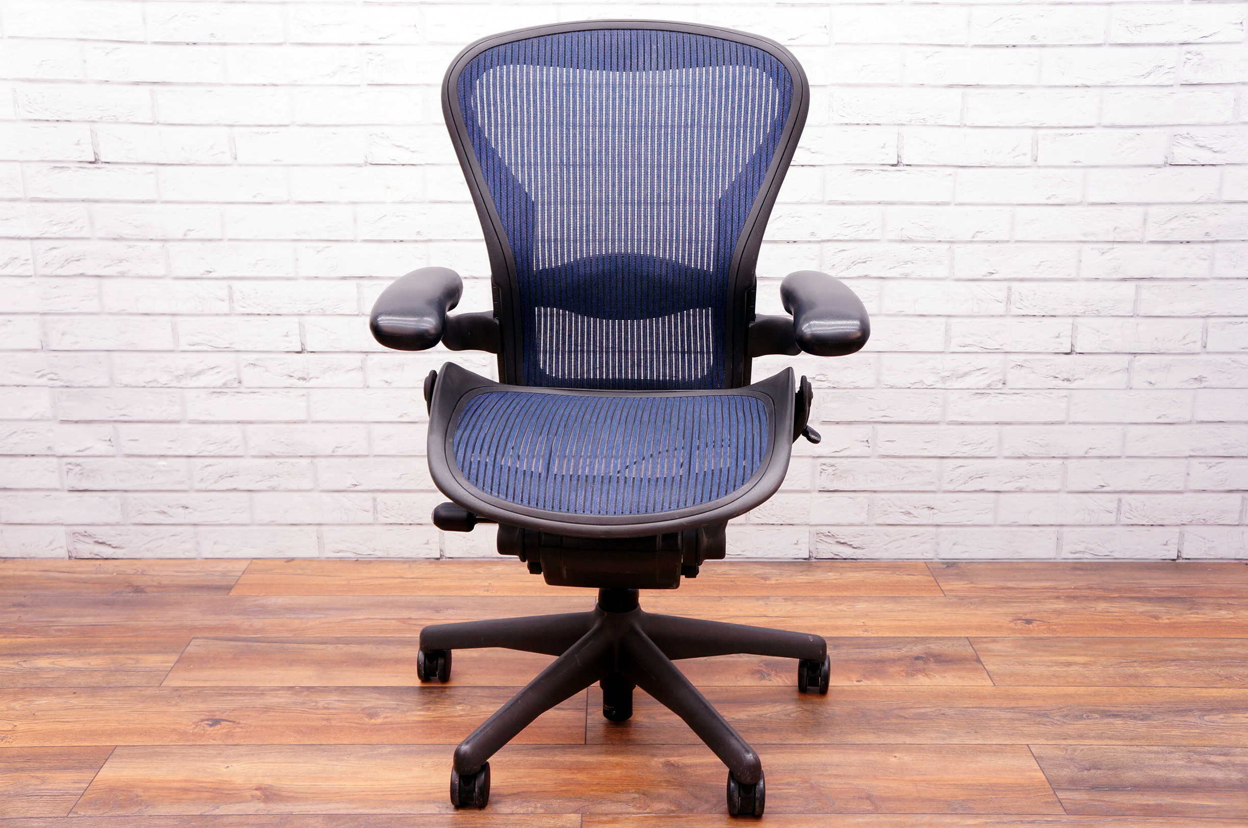 Herman Miller Office Chair Herman Miller Aeron With Lumbar Support In Blue Size A