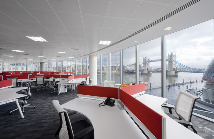 Inside the London Offices of Hitachi Consulting  Office