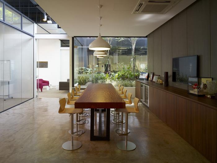 07 of 10 Executive Lounge HGmetal-CF029899