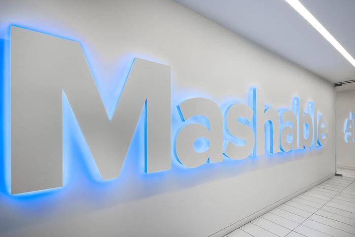 Mashable_1.22_Signage_OS