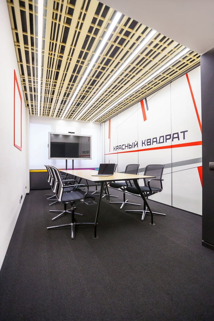 red-square-office-design-9