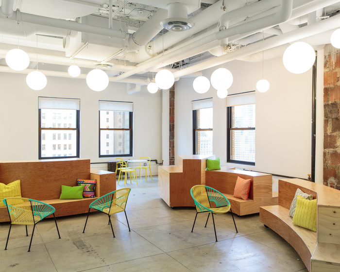 refinery29-office-new-york-city-office-design-6