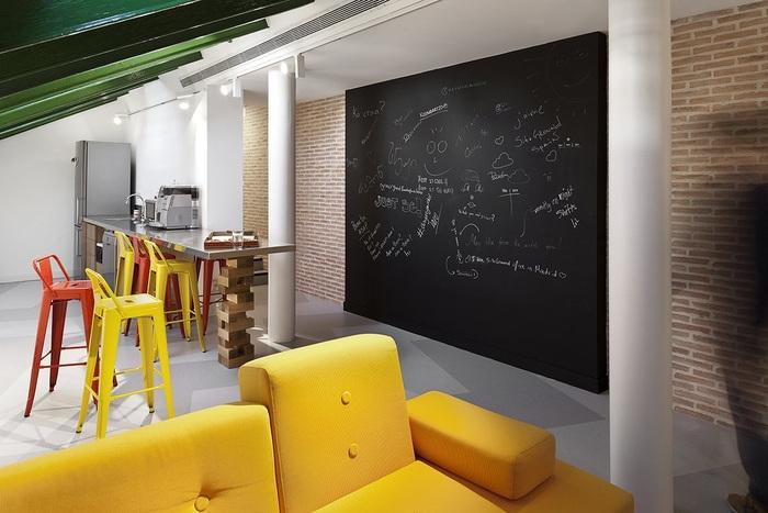 siteground-madrid-office-design-15
