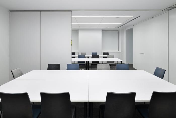 van-eck-global-office-design-5