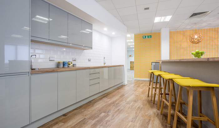 yolk-recruitment-office-design-4