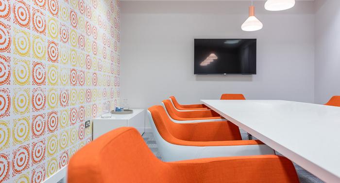yolk-recruitment-office-design-5