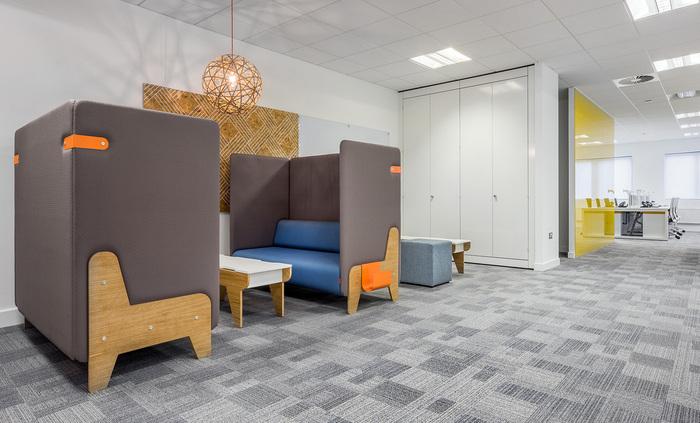 yolk-recruitment-office-design-7