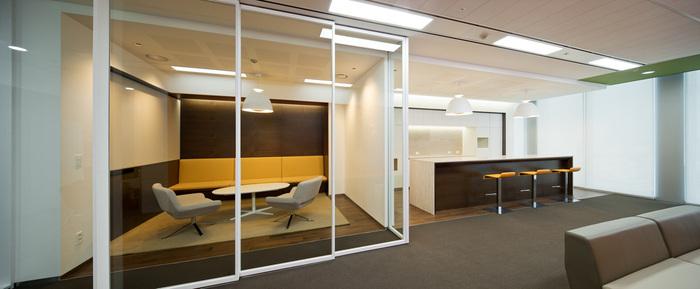 health-insurance-office-design-2