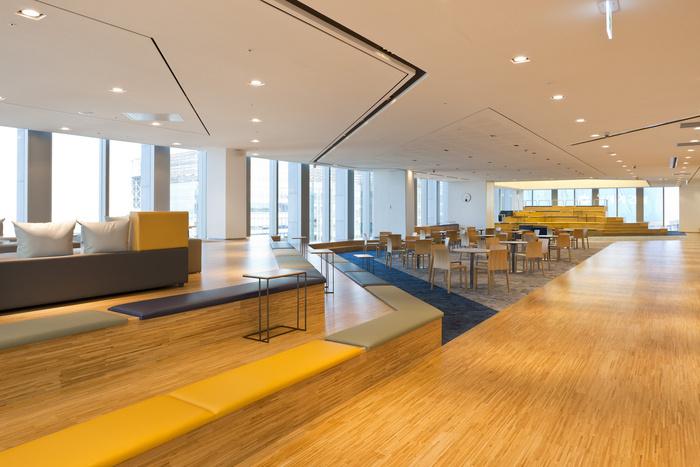 health-insurance-office-design-7