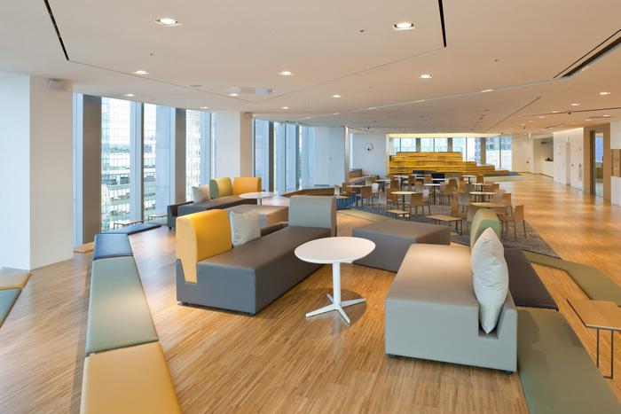 health-insurance-office-design-8