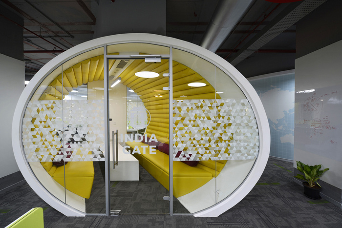 TUNNEL SHAPED MEETING ROOM
