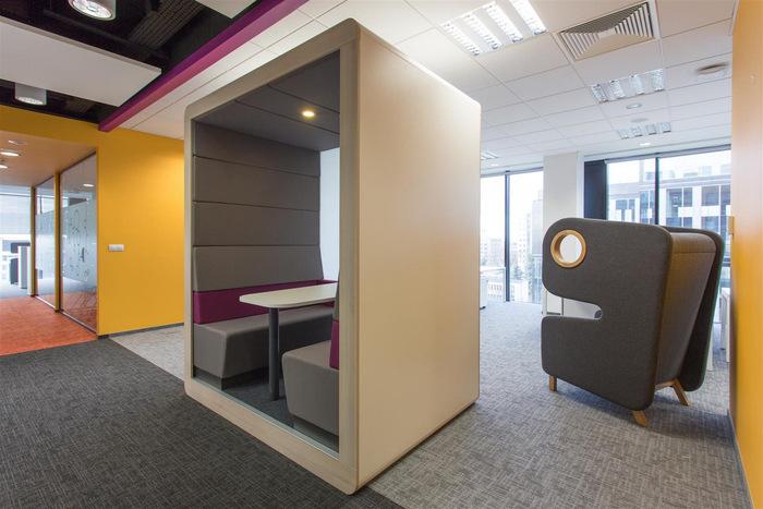 astra-zeneca-warsaw-office-design-5