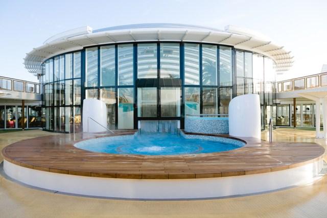 AIDA cruises AIDAprima pool