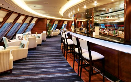 Cunard queen mary 2 commodore lounge