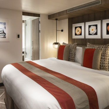 celebrity cruises edge cruise ship suite bedroom