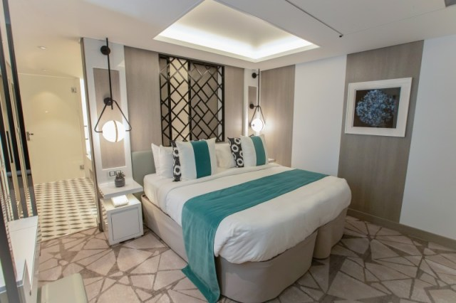 celebrity cruises edge cruise ship royal suite bedroom