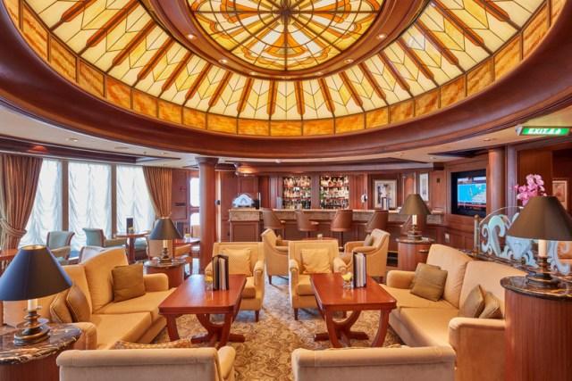 Cunard Queen Elizabeth Commodore