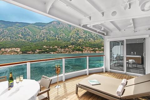 Seabourn Ovation cruise ship Wintergarden