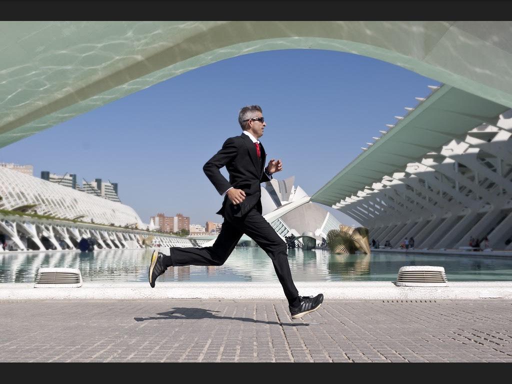 El solidario motivo de Daniel Seguí para correr el Maratón de València en traje y batir el récord guinness