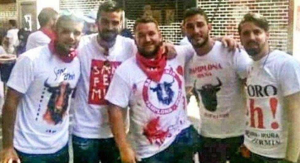 Condenan a los integrantes de #LaManada a 9 años de cárcel por un delito continuado de abuso sexual