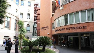 CSIF denuncia que hasta 40 pacientes esperan en camas en Urgencias del Clínico por falta de espacio en planta