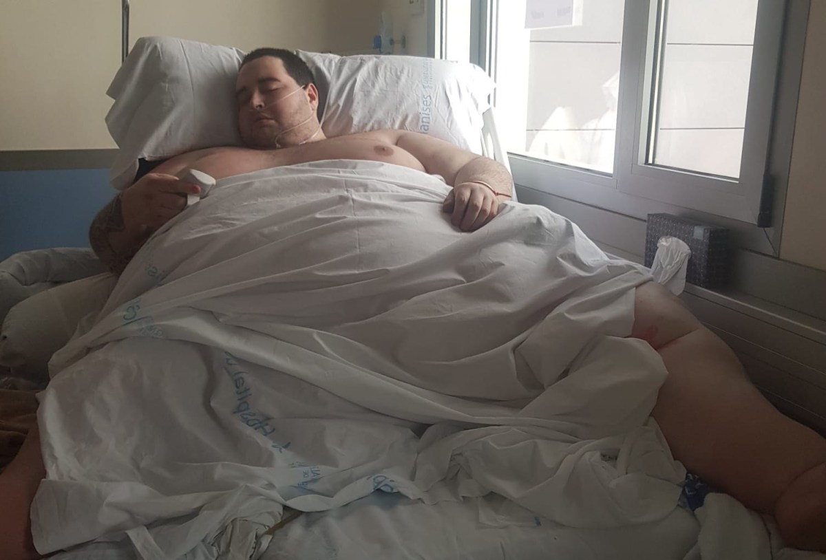La familia de un joven obeso de 350 kilos se opone a que el Hospital de Manises le dé el alta