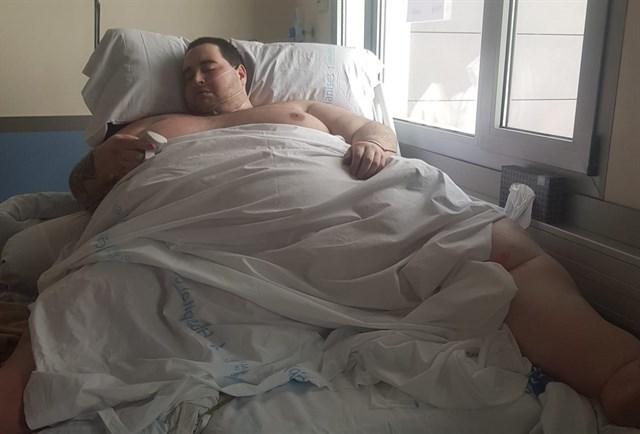 La familia del joven de más 350 kilos denuncia al Hospital de Manises y a la Conselleria de Sanidad