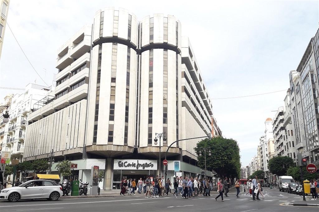 El Corte Inglés vende su centro de Colón