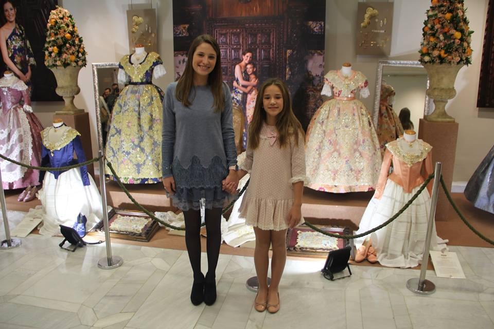 GALERÍA| Compañía Valenciana de la Seda viste a las Reinas Falleras de Burriana, sus Cortes y Damas