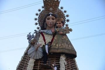 GALERÍA| Unos 50.000 valencianos rinden pleitesía a la Virgen en el segundo día de #Ofrena17 de #Fallas