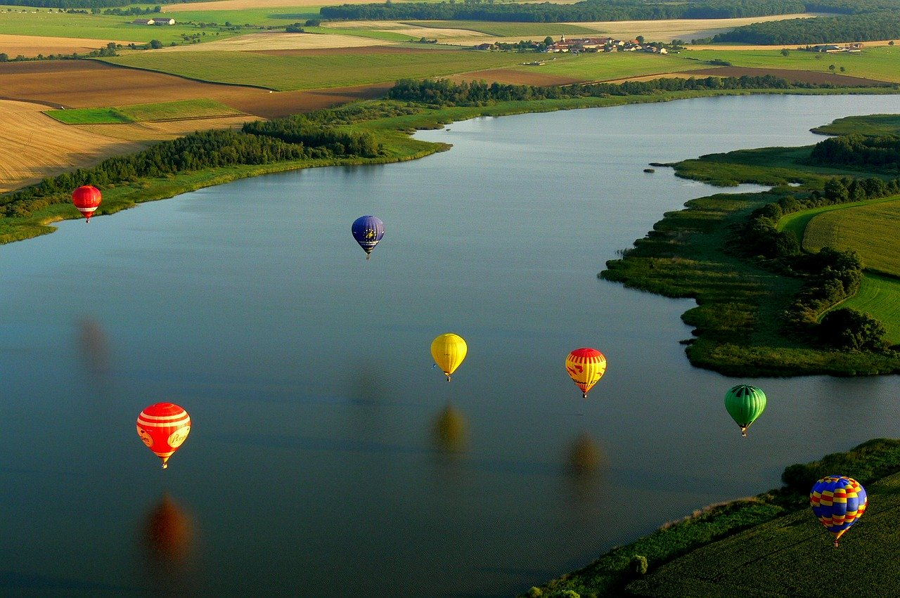 hot-air-balloon-590126_1280