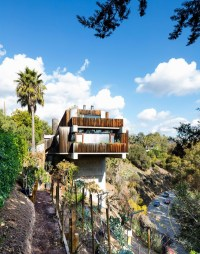 House that hangs off the cliff in Pacific Palisades