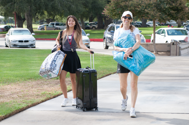 A student moving in to the University of Redlands.