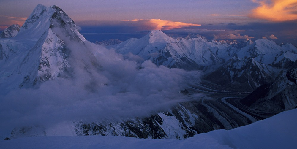 27-Entardecer-visto-dos-7.450m-do-K2.-Foto-de-Niclevicz