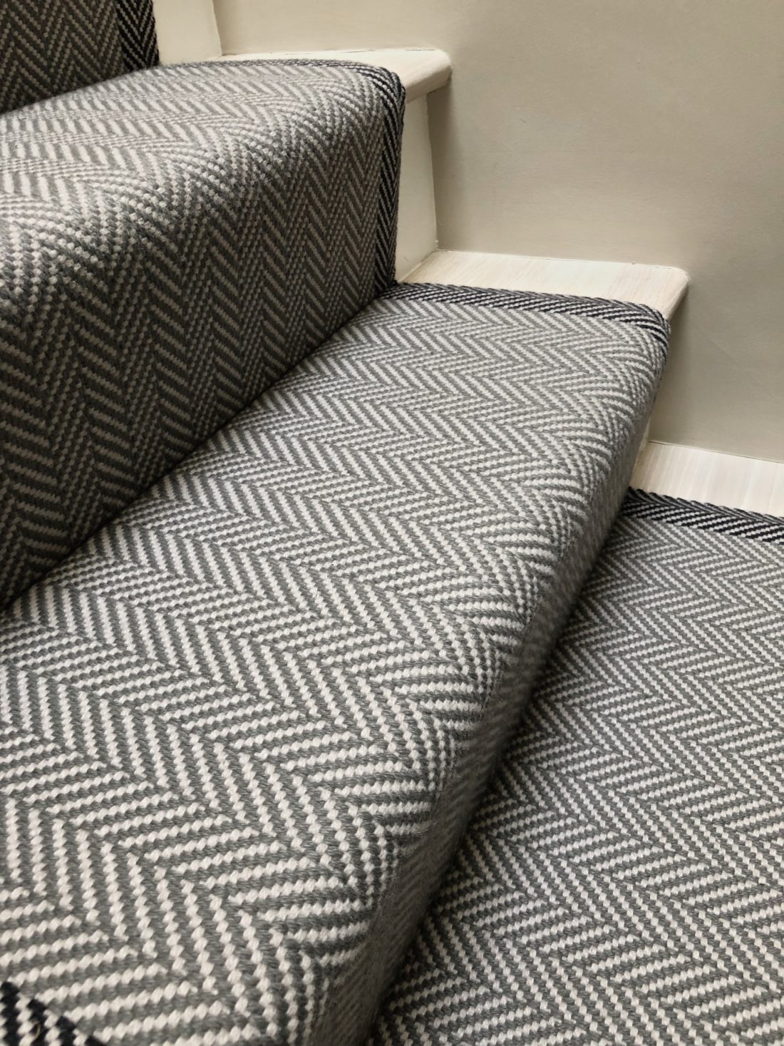 Felton Border Seal Grey Off The Loom | Herringbone Carpet For Stairs | High Traffic | Textured | Classical Design | Striped | Carpet Stair Treads