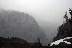 Heavy Winds and Snow in Kingman Pass