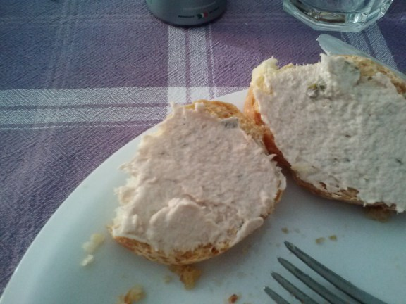 Crostini con tonno, toast with tuna spread
