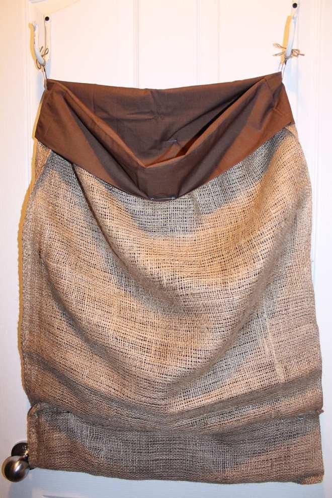 How to make a no-sew burlap laundry sack.