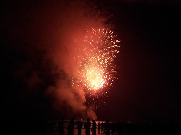 2015 - olá 2015 - rituais para começar 2015 bem - 2015 o ano de marte - 2015 samhain - Fogos de artifício na praia de Santos/Sp. Foto: G1. Vem 2015 - ritual de prosperidade 2015 - renovar em 2015 magia para 2015 - caminhos espirituais em 2015 - deuses 2015