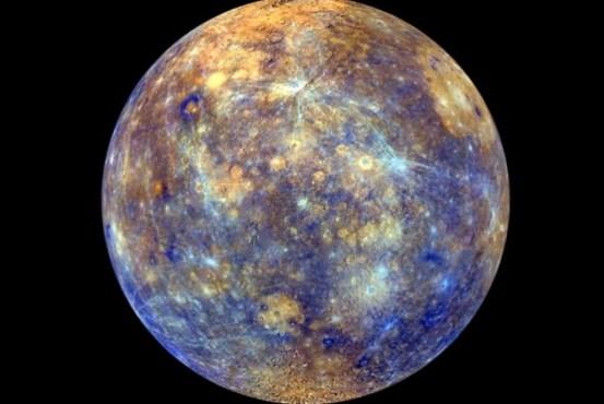 Foto colorida de Mercúrio divulgada pela Nasa. A fotografia foi tirada pela sonda Messenger.