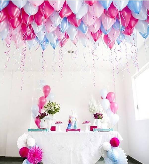 decoração com balões no teto