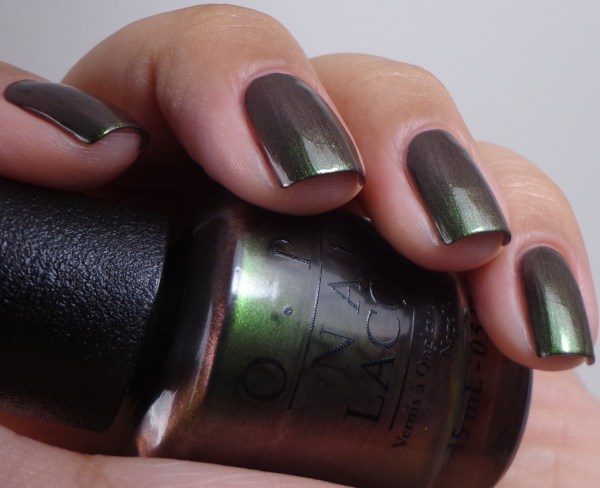 OPI Green On The Runway 3