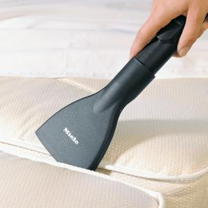 5 Ways to Deep Clean Your Dirty Mattress Like a Pro